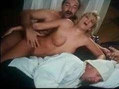 Ретро видео в качестве с блондинкой и мужчиной