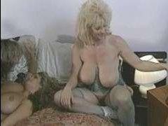 Коллекция ретро порно, в котором жестко трахаются и устраивают лесби оргии