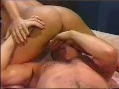 Порно большие ретро сиськи прыгают во время секса