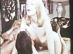 Групповое порно: блондинке, молодой и стройной, пришлось ебаться с мужиками
