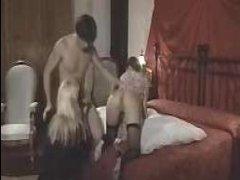 Ретро фильм: голая мама сосет хуй отца и трахается с ним