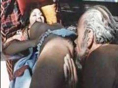 Ретро порно видео дамы, которая очень любит трахаться с мужчинами постарше