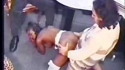 Молодая жена трахается с боссом ради выходного