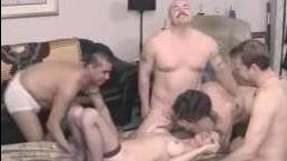 ебут жену лысого господина в три члена