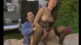 голые зрелые порно снимают на свежем воздухе